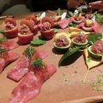 78325129 - 炙り寿司とうしみつトロユッケ4種盛