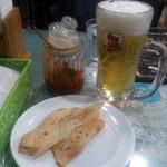 アムラパーリー - ・紙オシボリ、ビール、パパド