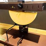 Hallo(ハロー) - ラクレットチーズが溶け出します