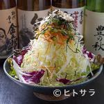 串屋鉄男 - シャキシャキ感が人気の 『山盛りキャベツの和風サラダ』