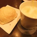 78332462 - メロンパン(220円)&アイスミルク(200円)