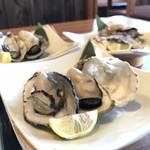 播磨水産 - さあ、牡蠣が3皿6個揃いましたよ!(2017.12.22)