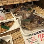 播磨水産 - こちらは焼き魚や、まぐろのカマ焼きです(2017.12.22)
