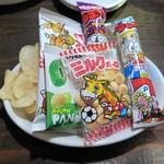 代々木ミルクホール - お通し(駄菓子菓子)