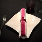 78345167 - 紫色で統一されたグラスやテーブルセット
