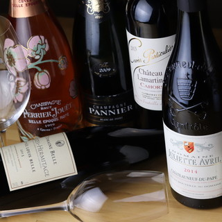 フランスの銘柄ワインや多彩なベルギービールをご用意◎