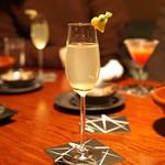 バー・バーンズ - 醸し人九平次とカボスジュースのカクテル