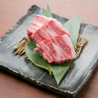 ボリューム満点厚切り牛ステーキも食べ放題で味わえるのが嬉しい