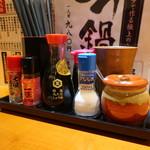 戸塚肉酒場 - 卓上調味料
