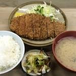 とんかつ 代々木庵 - とんかつ定食(カツライス) 700円