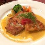レストラン クレール - 料理写真:パリッと焼いた金目鯛、エストラゴンの風味 トマトのコンカッセ