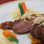マゼランズ - 鴨胸肉のロースト、オレンジソース