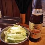 ふたつめ - お通しのキャベツと瓶ビール(550位)