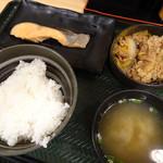 吉野家 - 料理写真:牛鮭定食(580円)(ご飯の盛り方がチョッピリ雑ですが^^;)