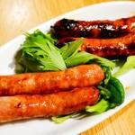 クラフトビアハウスモルト - 自家製ソーセージ二種の食べ比べ