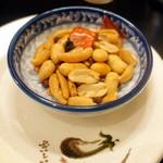 台湾佐記麺線&台湾バル888 - サービスの辛い柿の種