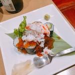 かに・ふぐ料理 玄品 - 蟹といくらのこぼれ寿司 税1188円