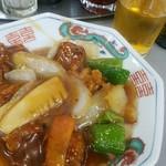 大養軒 - 酢豚ハーフ390円+キリンラガー大瓶520円