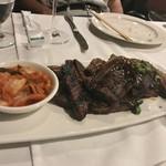 Waialae Country Club - 料理写真:ここからお肉料理が続きます、最初は骨付きカルビステーキ。  味が浸みてバリウマ。