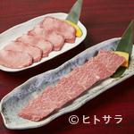 焼肉 マヨン - 生のタンを切り分け、やわらかい肉質が絶品『上タン塩』