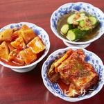 焼肉 マヨン - 自家製のキムチダレにじっくりと漬け込んだ各種『キムチ』