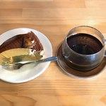 ローステリア オーチャード - 料理写真:チョコレートケーキとドリップコーヒー