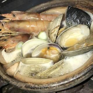 ★〈1月19日〉海女小屋の海鮮鍋。
