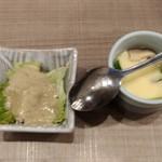 梅丘寿司の美登利総本店 - カニ味噌サラダと茶碗蒸し