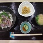 粋 炉端 - 活〆地鯵のたたき丼 ¥1,400