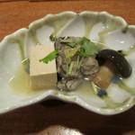 味暦あんべ - 牡蠣と湯葉とイッポンシメジの煮物