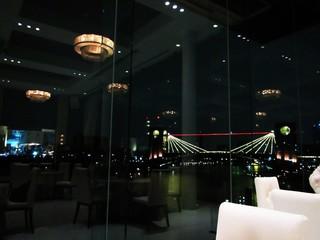 キュイジーヌ フランセーズ ラ・シャンス - ライトアップされた橋が良い感じです。写真だと開放的な感じが出ませんが。