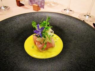 キュイジーヌ フランセーズ ラ・シャンス - ブリの胡麻風味 根セロリのサラダ。