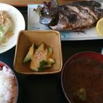 呑み喰い処 奥飛騨 - グレ塩焼き定食(680円)