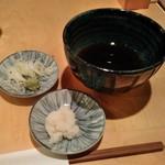 手打ちそば 石月 - [料理] 薬味・おろし大根・麺つゆ
