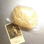 78380707 - ハイジの白パン。