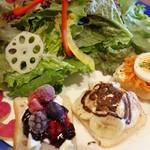 78382311 - カラダの喜ぶたっぷり野菜とオープンサンド