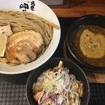 麺匠 中うえ  - 料理写真:濃厚つけ麺L(*´ω`*)チャーシュー丼