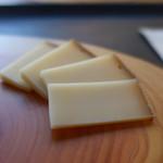 チーズ専門店ポルタム - ハード系のアボンダンス AOP(フランス)