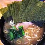 巓 - 料理写真:ラーメン並 海苔増し。¥700+¥100