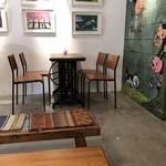 ギャラリー & カフェ ズーロジック - 店内