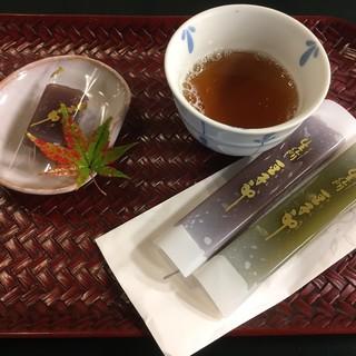 豆子郎の里 茶藏庵 - 料理写真:茶房に行かなくても、無料でお茶を提供してくれました。