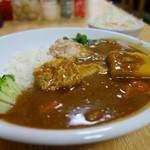 カフェ デ カリー - 料理写真:8種類の野菜と骨付きチキンカレー 中辛