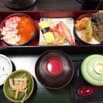 78398726 - ミニ丼と寿司セット 税込1620円