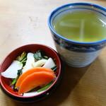 石橋うなぎ店 - お新香とお茶