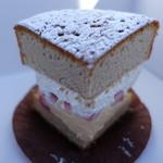 プティブラン - 紅茶と苺のケーキ