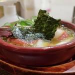 PIKOSHHHU - 鶏と梅肉と海苔のアヒージョ