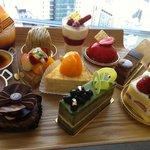 カフェ ド シエル - 席まで持ってきて見せてくれるケーキ