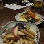 居酒屋 まんま - 旬の竹の子と厚揚げのお煮つけ、後ろの浅漬けが絶品!!