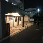 慶珈琲 - お店は神田川に面した側にあります。