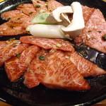 焼肉とんちゃん - 料理写真:上カルビセット(上カルビ、上ロース、ザブトン)